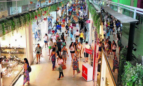 Bazar com moda e boa ação