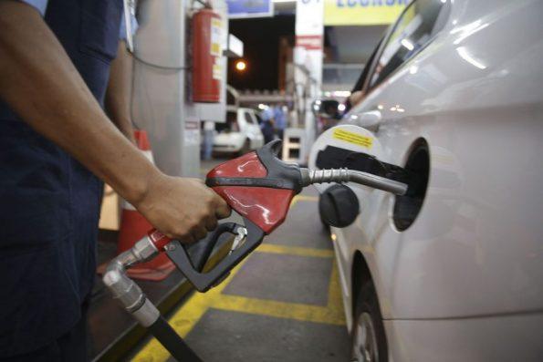Gasolina chega a ser vendida por R$ 6, 12 no Ceará, aponta ANP