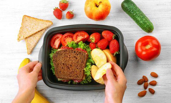 Como preparar um lanche saudável para as crianças na volta às aulas?