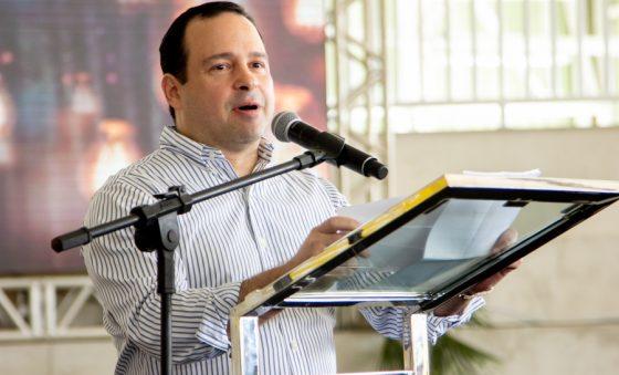 Esmaltec recebe autorização da Coca-Cola para produzir freezers comerciais