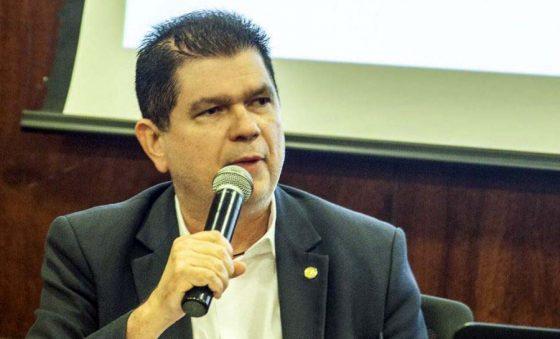 """Guedes sugere emenda """"Mauro Benevides"""" para ampliar caixa durante a crise"""