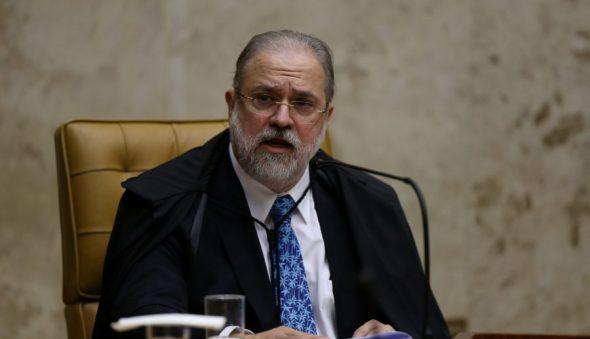 PGR afirma que reeleição na Câmara e no Senado é tema interno do Legislativo