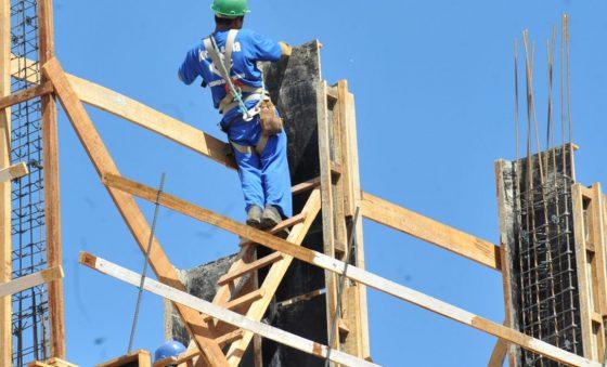 Indústria da construção apresenta alta na atividade em julho