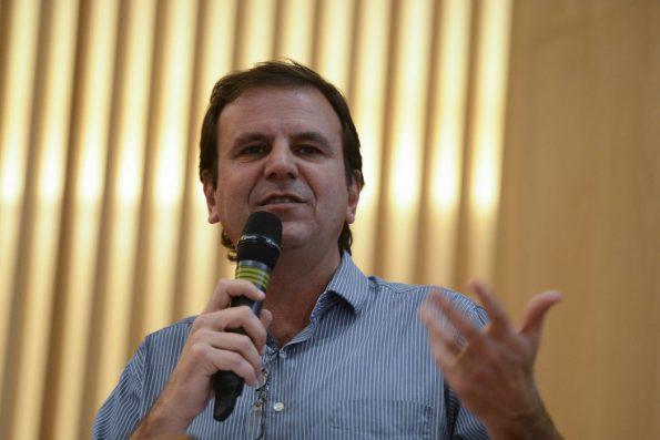 """""""Rio sem máscaras"""" está previsto para novembro e reabertura de estádio e boate em setembro, anuncia Paes"""
