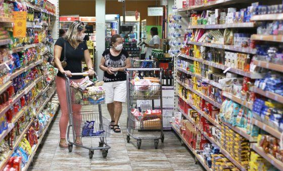 Puxada por alimentos e transportes, prévia da inflação fica em 0,57% na Grande Fortaleza