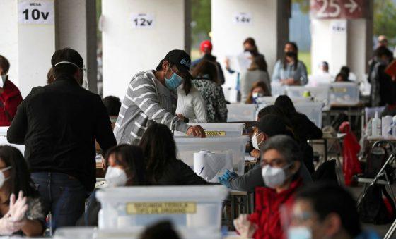 Urnas abrem no Chile para plebiscito de nova Constituição