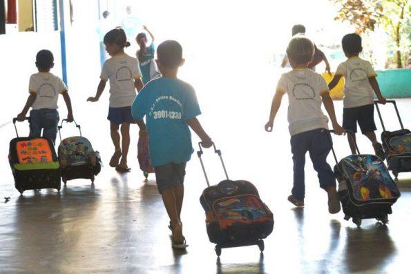 Fortaleza contratará 1.300 agentes escolares para monitorar alunos em retomada das aulas presenciais