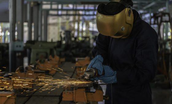 Produtividade do trabalho na indústria cresce 8% no 3º trimestre