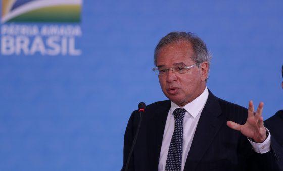 Paulo Guedes defende flexibilizar legislação trabalhista no Brasil