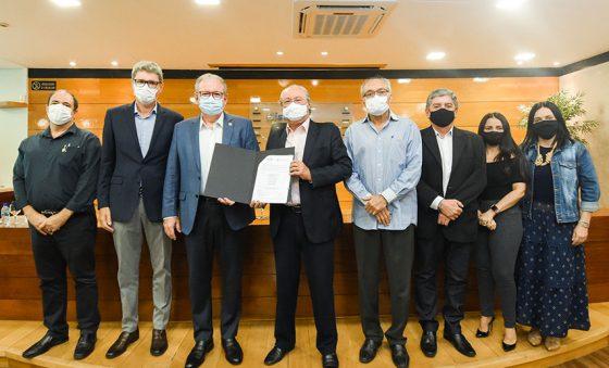 Fiec e UFC firmam parceria para desenvolvimento industrial no CE