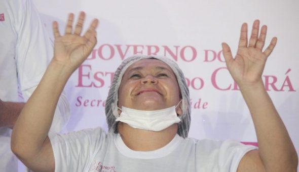 Seis pessoas recebem as primeiras doses da vacina no Ceará