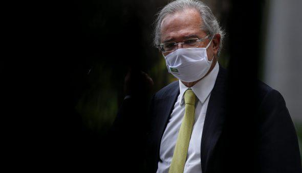 Guedes defende vacinação como medida decisiva para economia