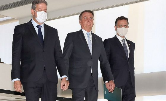 Aliança Planalto-centrão balança e enterra discurso bolsonarista