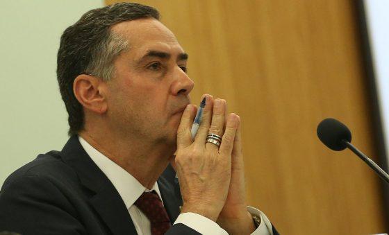 Barroso rebate Bolsonaro e diz que consultou ministros do STF