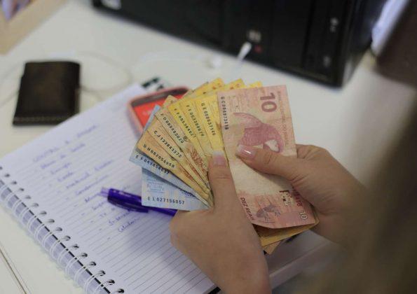 Servidores públicos de Fortaleza e do Ceará começam a receber o 13º salário nesta segunda (21)