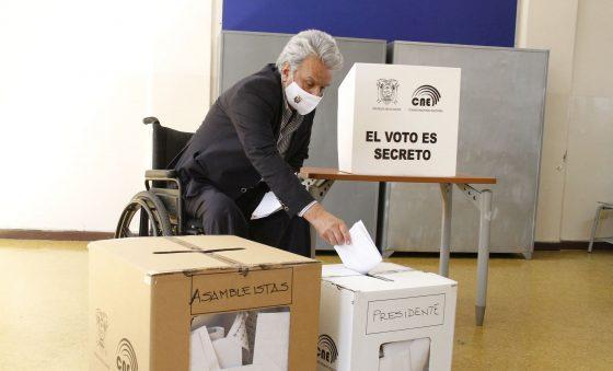 Após caos no 1º turno, Equador terá apenas contagem voto a voto para presidente