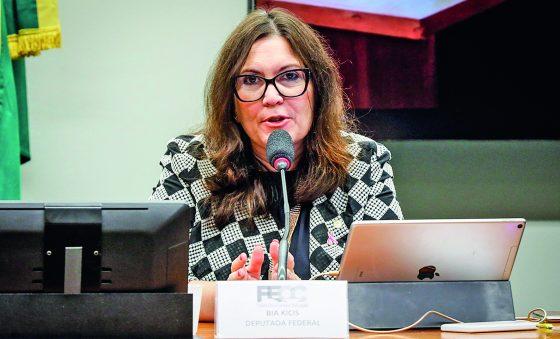 Presidente da CCJ na Câmara, deputada bolsonarista Bia Kicis prioriza projetos para limitar STF
