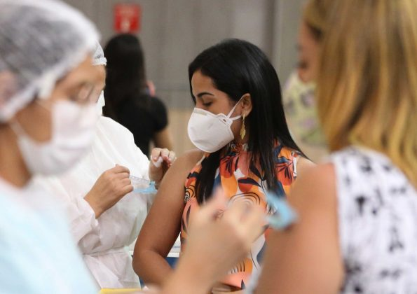 Ceará ocupa a 3ª colocação entre os estados do Nordeste em aplicação da D2 de vacinas anticovid