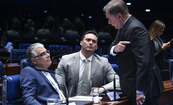 """Líder do Podemos adverte senador cearense sobre o """"carimbo"""" de bolsonarista – Edison Silva"""