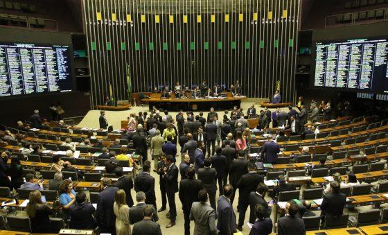 Os partidos são responsáveis pela desinteressante polarização política – Edison Silva