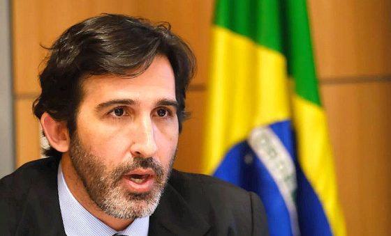 Gilson Machado exonera Lucas Fiuza do Ministério do Turismo