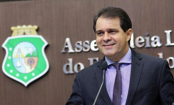 Evandro Leitão mobiliza sociedade e setores produtivos em tempos de pandemia tornado o parlamento acessível e sensível aos dramas sociais – Roberto Moreira