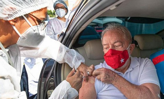 "Lula compara máscara a cabresto, mas diz que usa para se diferenciar de ""genocida"""