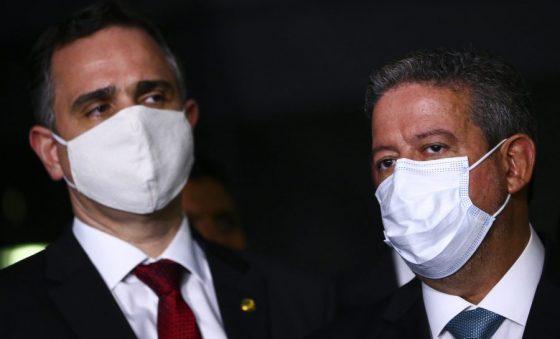 Com Lira e Pacheco como aliados, Bolsonaro não precisa de adversários