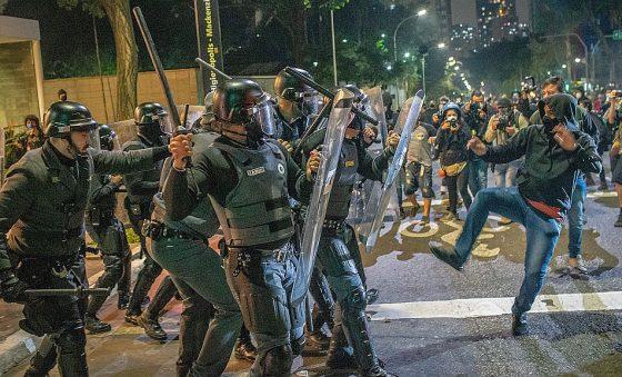 Bolsonaro associa protestos contra o governo a violência e provoca STF e CPI