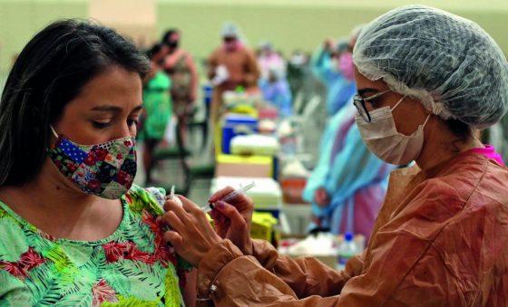 Brasil busca autossuficiência na produção de vacinas contra a covid-19