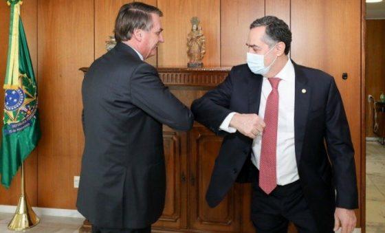 """A guerra de """"cuspe"""" entre o presidente Bolsonaro e o presidente do TSE – Roberto Moreira"""