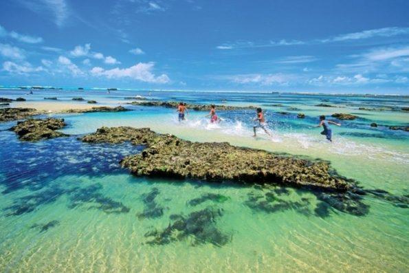 Praias e Nordeste lideram desejo de viajantes, diz pesquisa