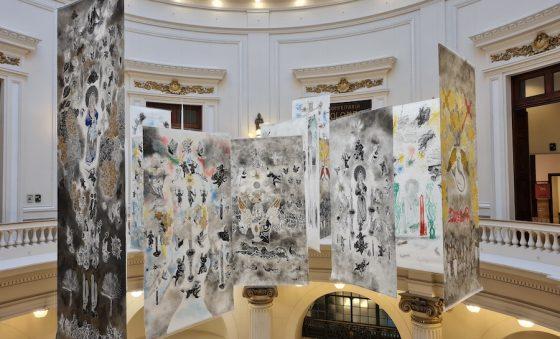 Francisco Delalmeida transforma a rotunda do CCBB RJ em santuário – Aldonso Palácio