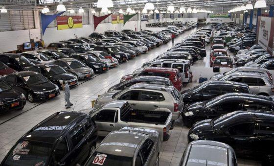 Sem carro zero no mercado, preço de usado sobe até 20% e vendas disparam