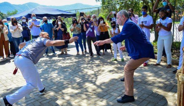 Em ritmo de pré-campanha presidencial, Ciro Gomes joga capoeira no Rio de Janeiro