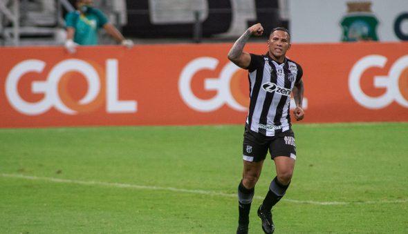 Ceará volta a jogar mal, mas consegue primeira vitória sob o comando de Tiago Nunes