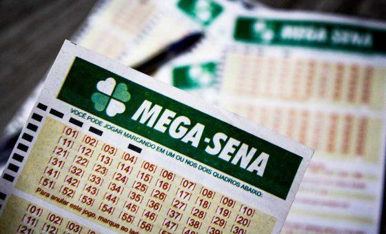 Mega-Sena sorteia prêmio de R$ 6,9 milhões; confira dezenas reveladas