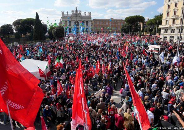 Milhares vão às ruas em Roma para pedir fim de partido de extrema direita