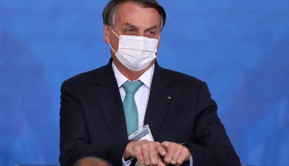 "Bolsonaro volta a enaltecer ""kit covid"""