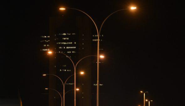 Ações de elétricas caem após Bolsonaro falar que vai mudar bandeira da conta de luz