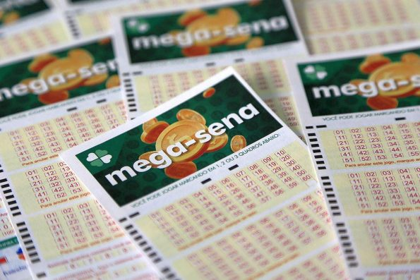 Confira os números do sorteio da Mega-Sena deste sábado; prêmio é de R$ 11,5 milhões