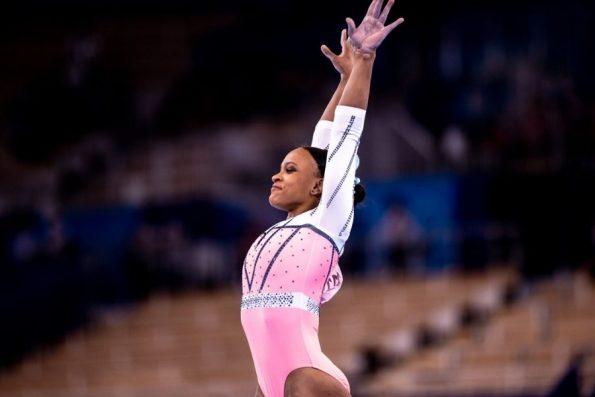Rebeca Andrade domina no salto e se torna campeã mundial de ginástica
